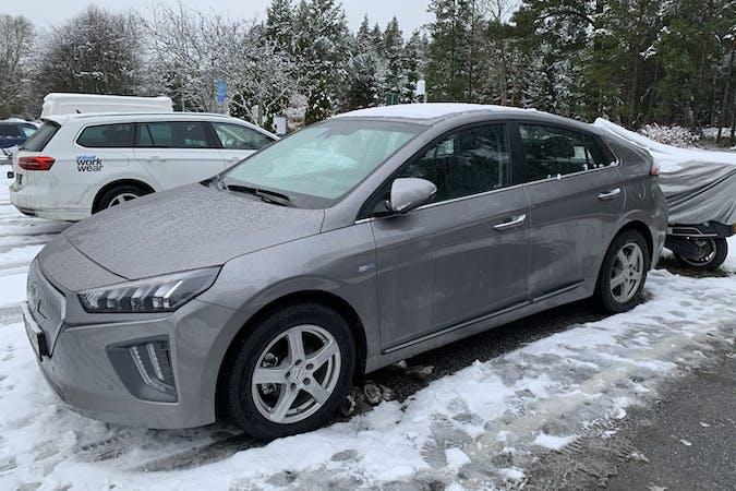 Billig biluthyrning av Hyundai Ioniq med GPS i närheten av 184 50 Åkersberga.