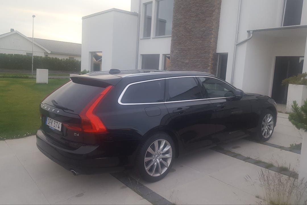 Billig biluthyrning av Volvo V90 i närheten av  Väster.