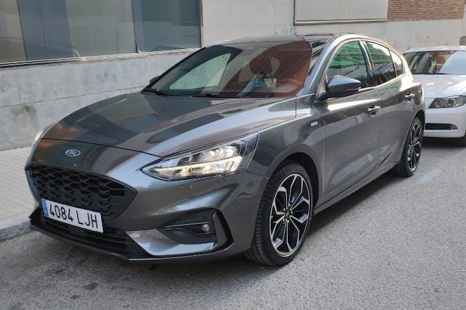 Alquiler barato de Ford Focus con equipamiento GPS cerca de  Barcelona.