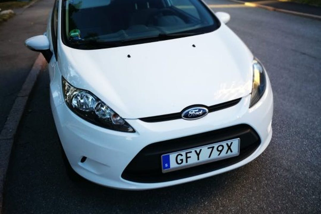 Billig biluthyrning av Ford Fiesta i närheten av 164 79 Akalla.