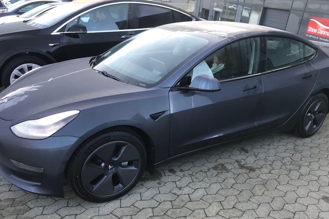 Billig billeje af Tesla Model 3 med GPS nær 8600 Silkeborg.