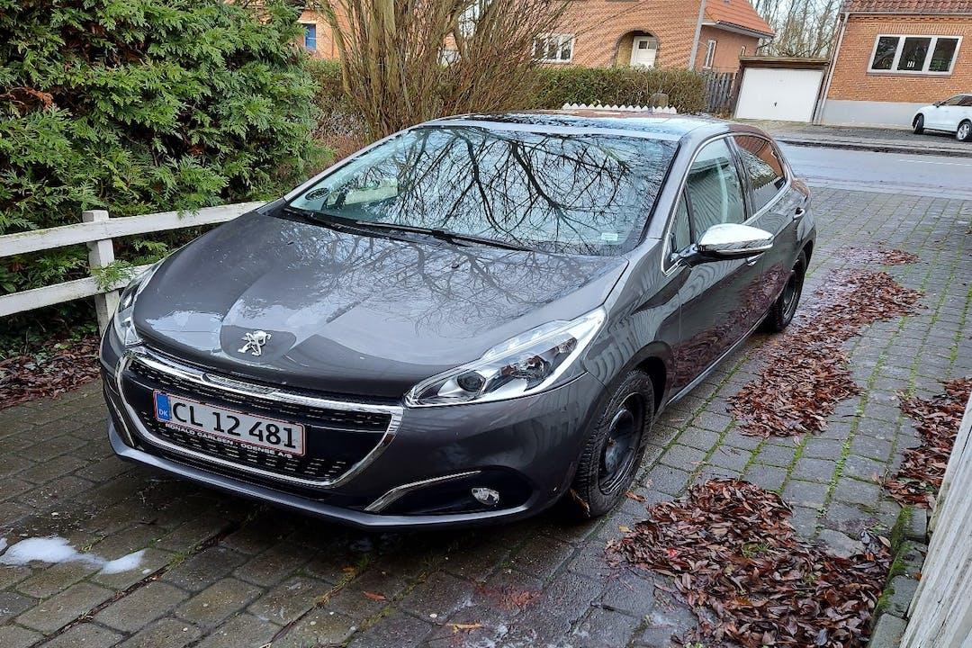 Billig billeje af Peugeot 208 med GPS nær 5000 Odense.
