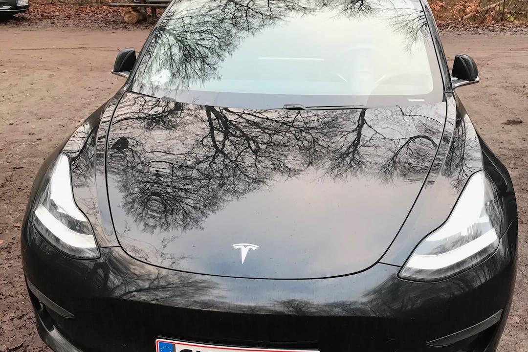 Billig billeje af Tesla Model 3 nær  Frederiksberg.