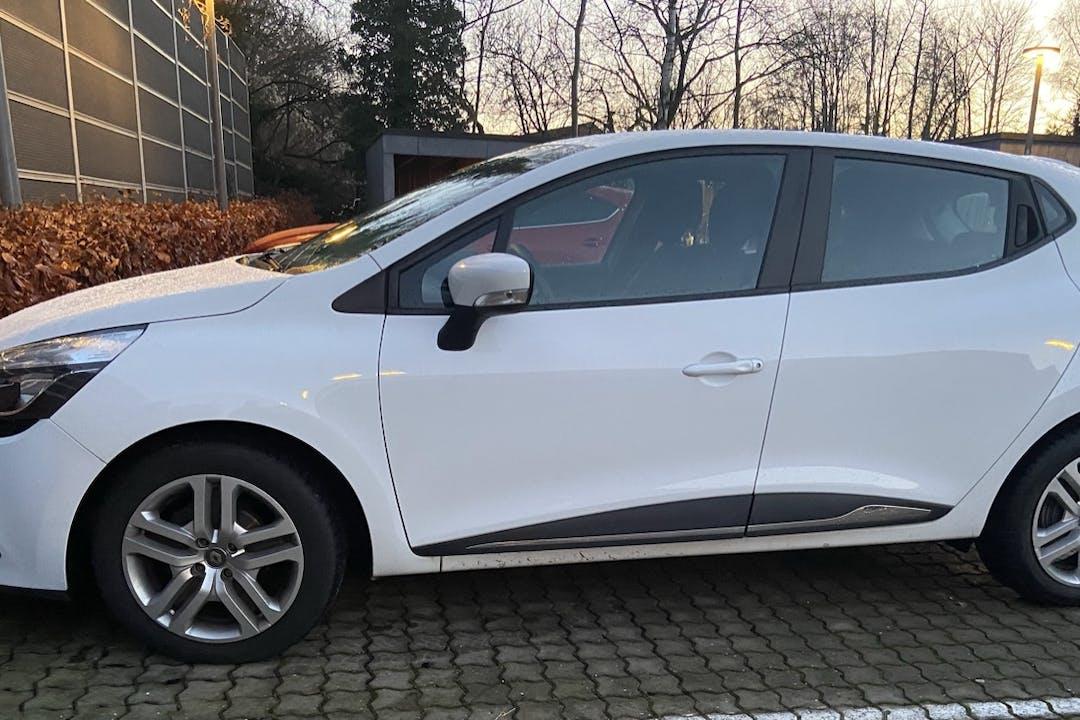 Billig billeje af Renault Clio HB med GPS nær 8270 Højbjerg.
