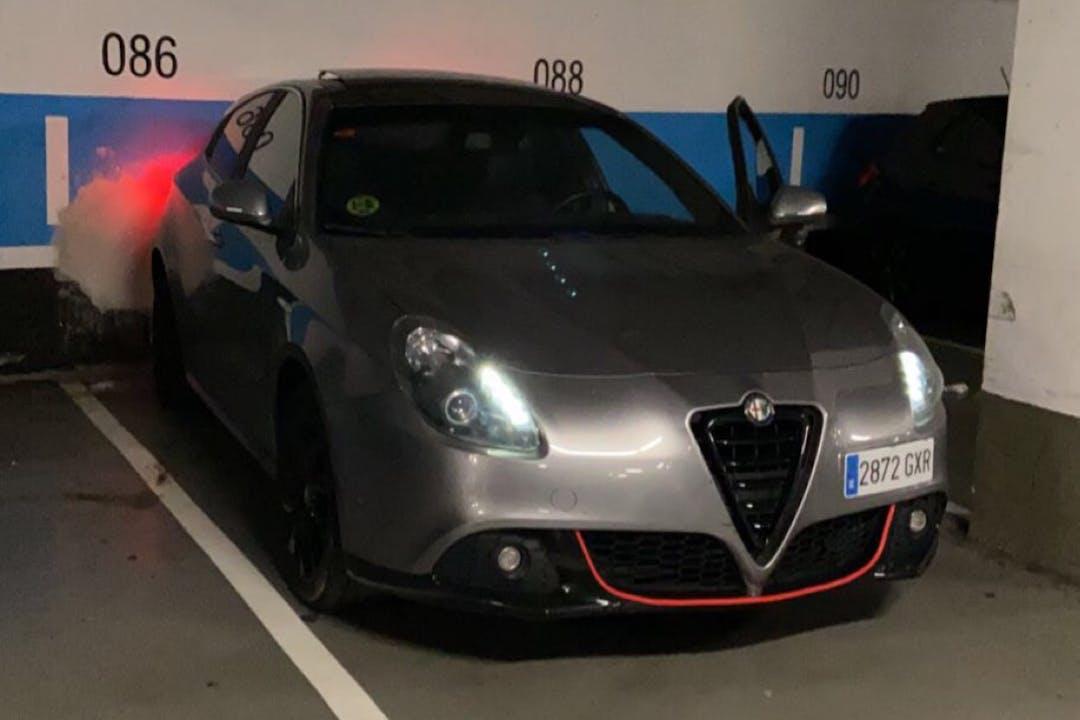 Alquiler barato de Alfa Romeo Giulietta con equipamiento GPS cerca de 08001 Barcelona.