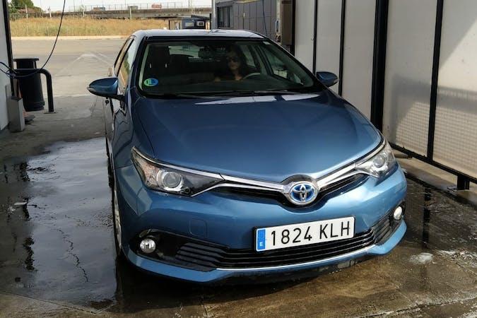 Alquiler barato de Toyota Auris Hybrid cerca de 41009 Sevilla.