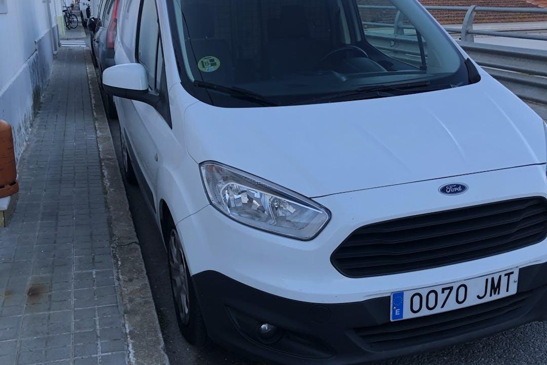 Alquiler barato de Ford Transit Courier cerca de 08031 Barcelona.