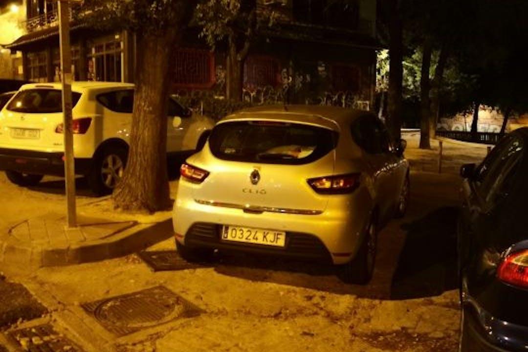 Alquiler barato de Renault Clio con equipamiento GPS cerca de 28034 Madrid.