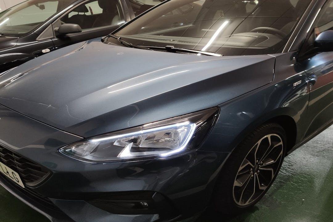 Alquiler barato de Ford Focus con equipamiento GPS cerca de  Santander.
