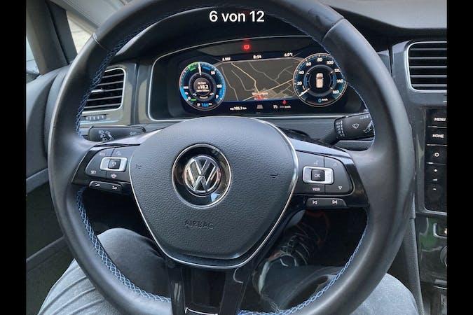 Billig billeje af Volkswagen Golf med GPS nær 2300 København.