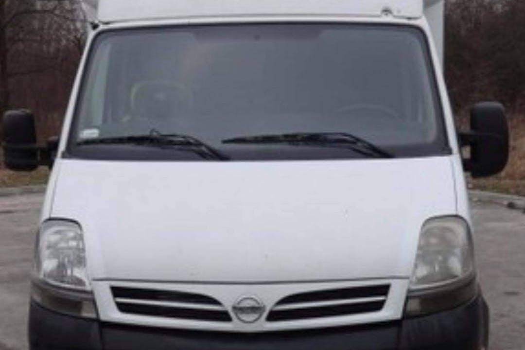 Billig biluthyrning av Nissan Interstar med Aircondition i närheten av 213 76 Fosie.