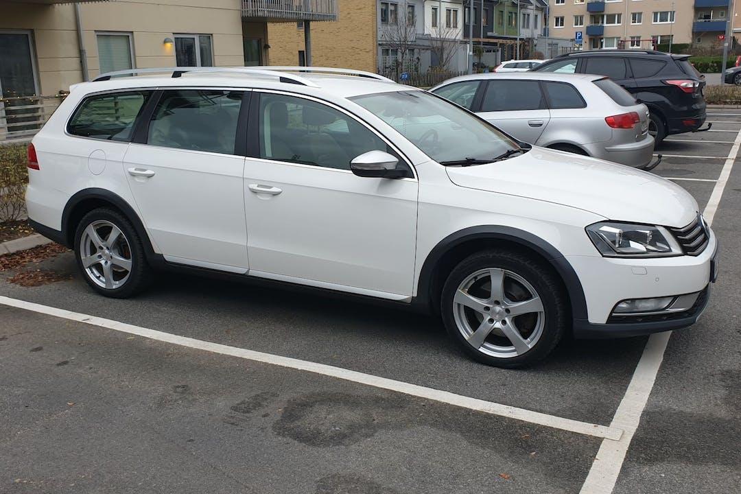 Billig biluthyrning av Volkswagen Passat med Isofix i närheten av 421 35 Frölunda.