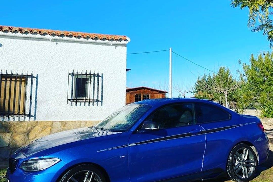 Alquiler barato de BMW 2 Series con equipamiento Bluetooth cerca de 46013 València.