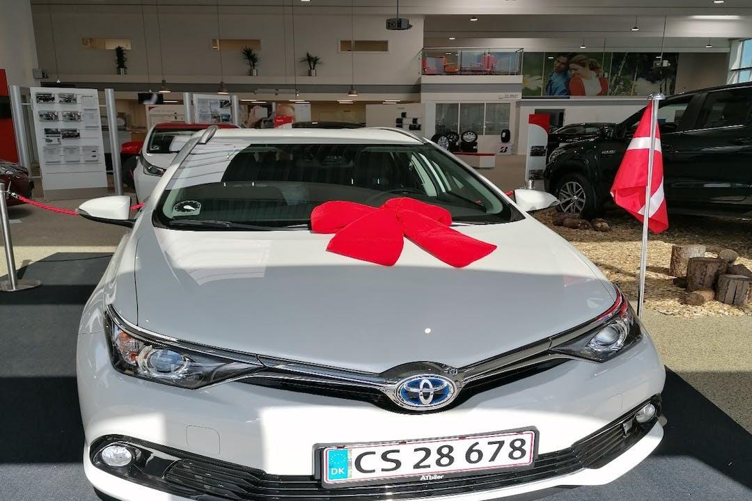 Billig billeje af Toyota Auris nær 6000 Kolding.