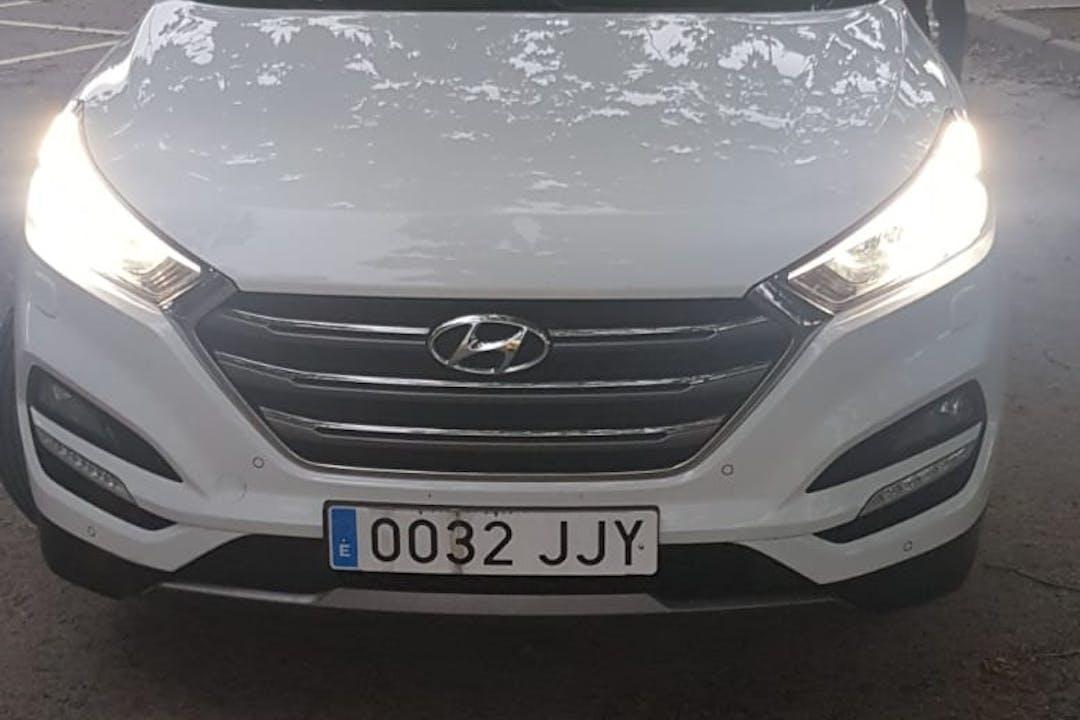 Alquiler barato de Hyundai Tucson con equipamiento GPS cerca de 08500 Vic.