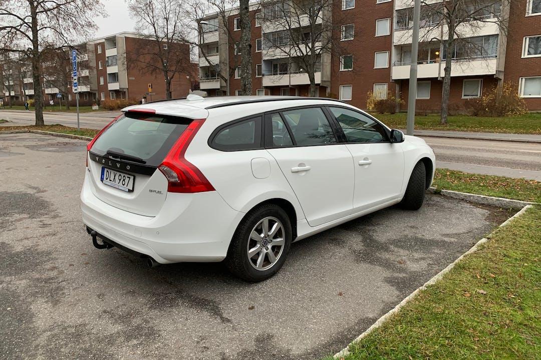 Billig biluthyrning av Volvo V60 med Dragkrok i närheten av 128 34 Skarpnäcks Gård.