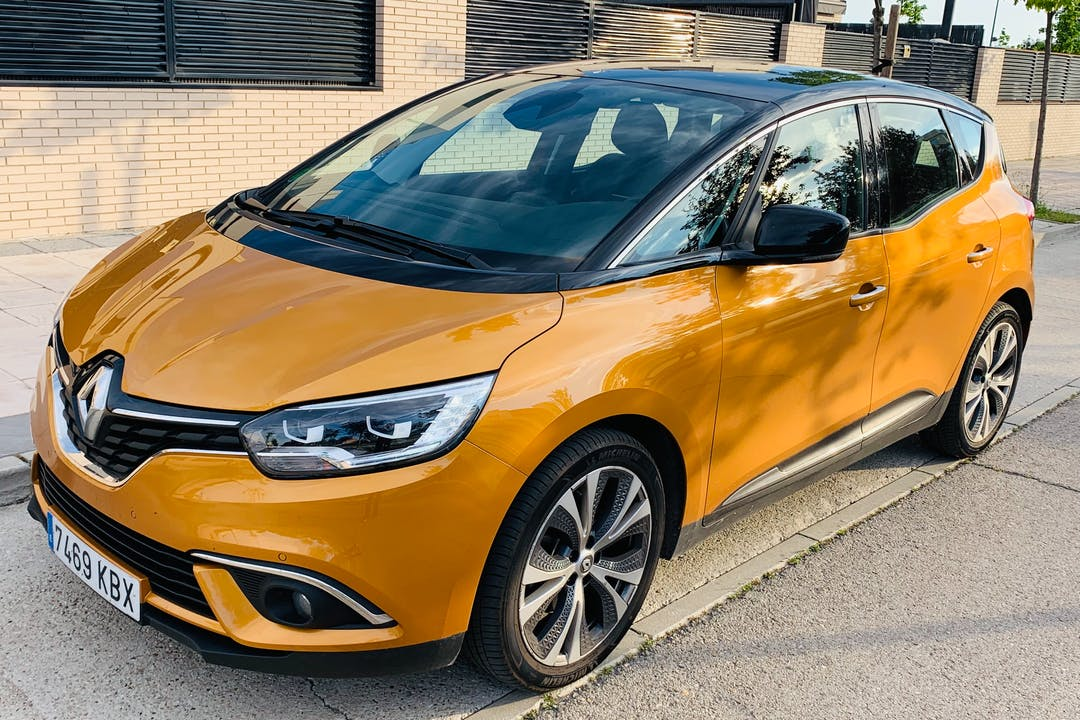 Alquiler barato de Renault Scenic con equipamiento GPS cerca de 28012 Madrid.