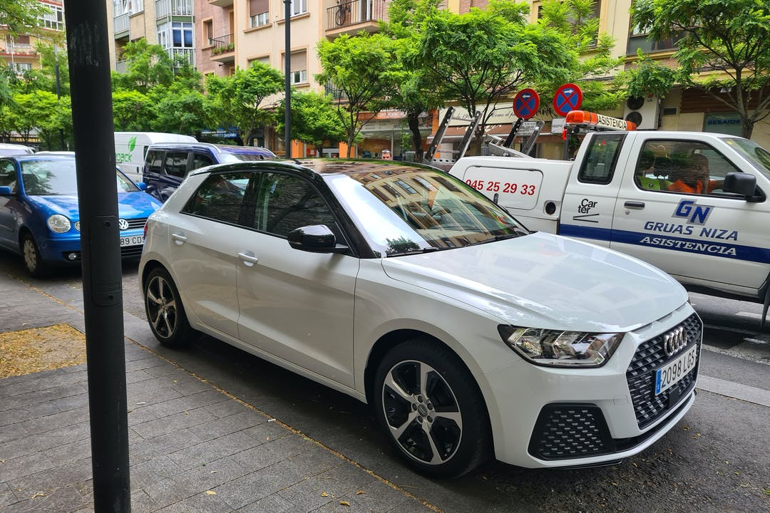 Alquiler barato de Audi A1 Sportback cerca de 01012 Gasteiz.
