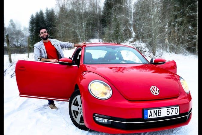 Billig biluthyrning av Volkswagen Beetle med Bluetooth i närheten av 554 65 Vätternäs.
