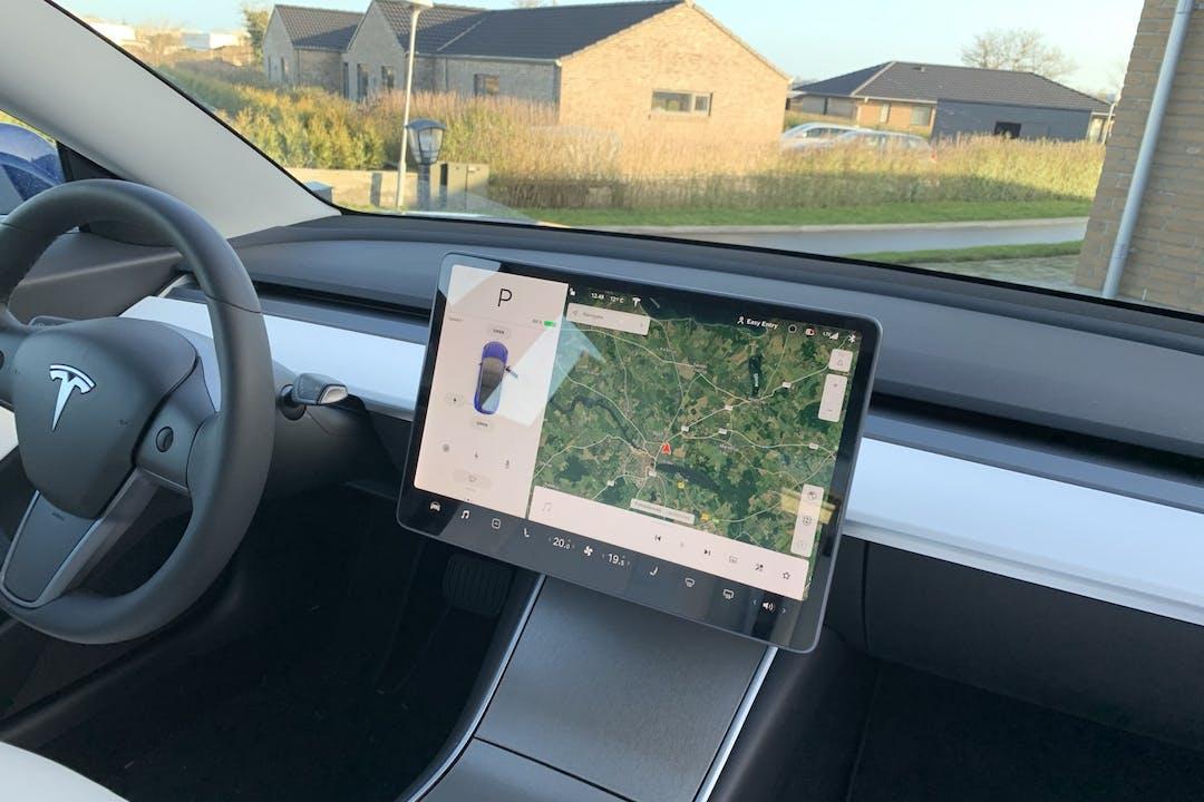 Billig billeje af Tesla Model 3 med GPS nær 6100 Haderslev.
