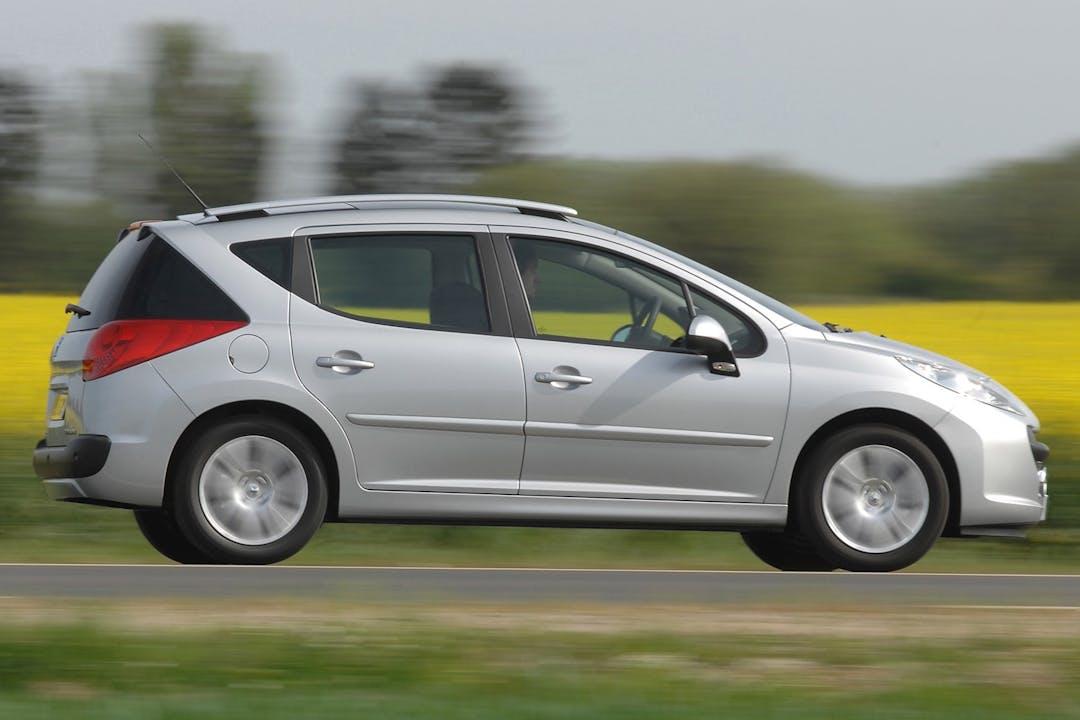 Billig billeje af Peugeot 207 SW med Isofix beslag nær 2300 København.