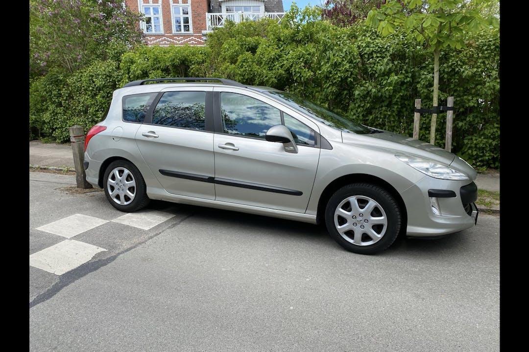 Billig billeje af Peugeot 308 SW nær 2300 København.