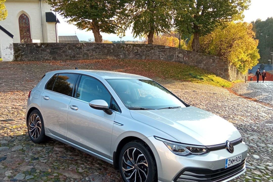 Volkswagen Golfn halpa vuokraus GPSn kanssa lähellä 00500 Helsinki.