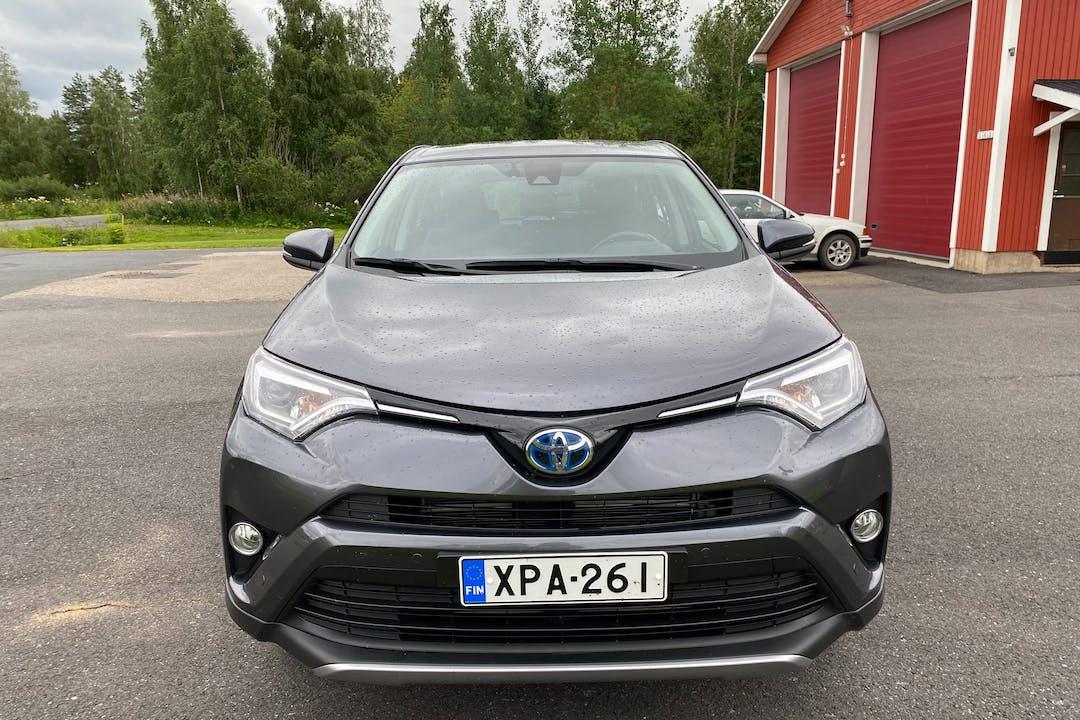 Toyota RAV4n halpa vuokraus Bluetoothn kanssa lähellä 20540 Åbo.