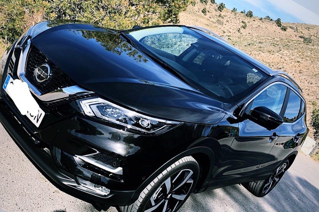 Alquiler barato de Nissan Qashqai con equipamiento GPS cerca de 03502 Benidorm.