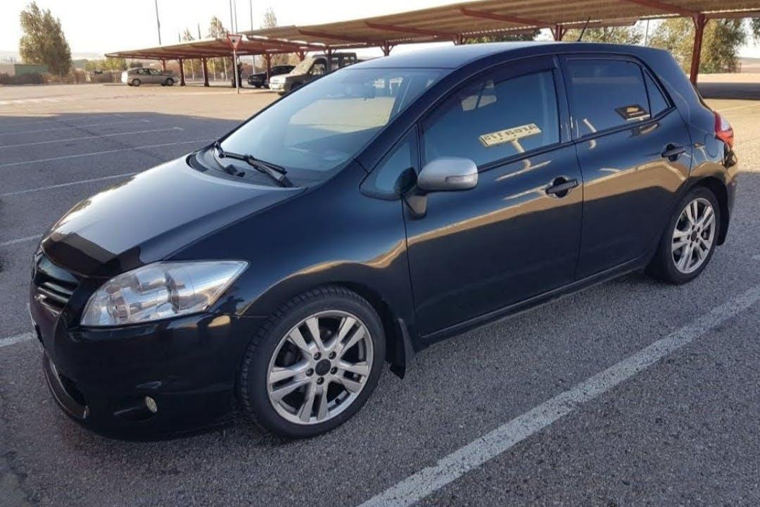 Alquiler barato de Toyota Auris con equipamiento Fijaciones Isofix cerca de 08015 Barcelona.