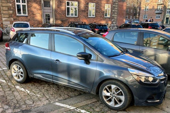 Billig billeje af Renault Clio SW med GPS nær  København.
