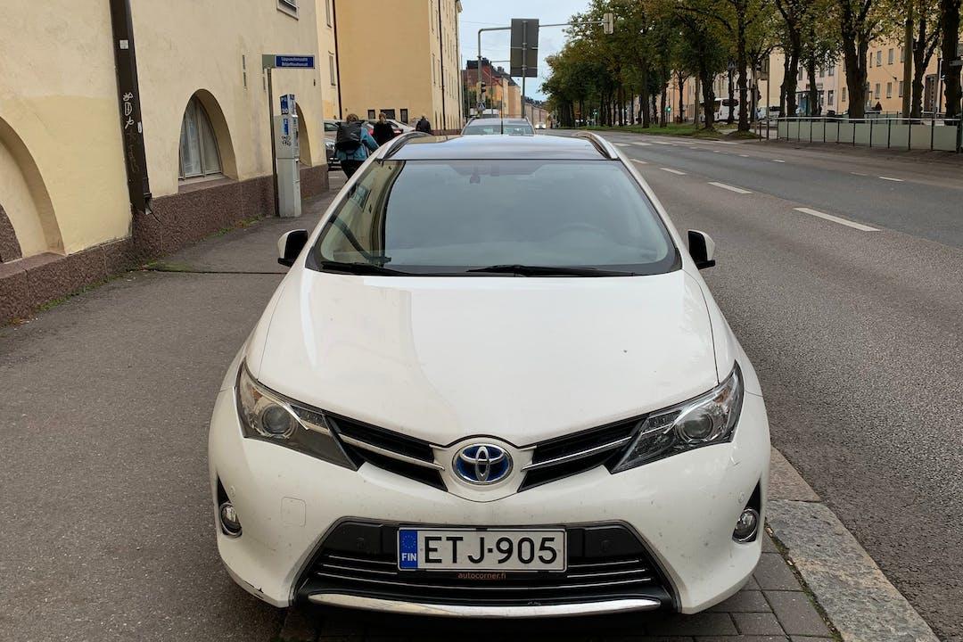 Toyota Auris Hybridn halpa vuokraus GPSn kanssa lähellä 00810 Helsinki.