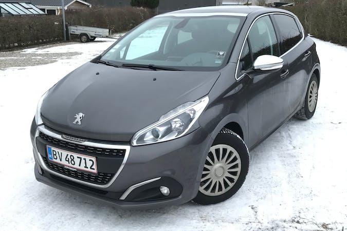 Billig billeje af Peugeot 208 med GPS nær 8200 Aarhus.