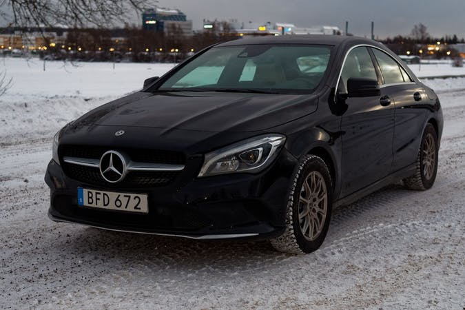 Billig biluthyrning av Mercedes CLA Coupe med GPS i närheten av 120 30 Södermalm.