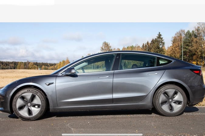Billig billeje af Tesla Model 3 med GPS nær 2820 Gentofte.