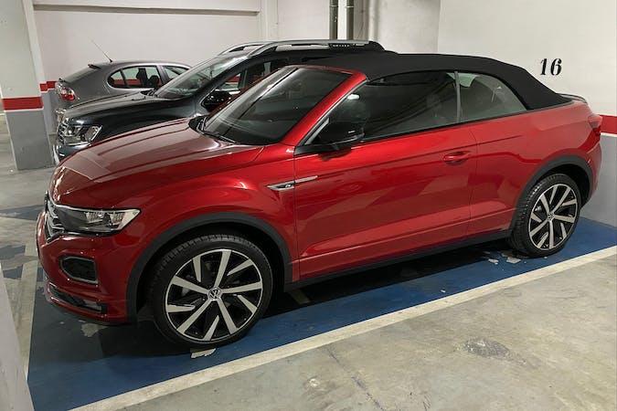 Alquiler barato de Volkswagen T-Roc con equipamiento GPS cerca de 47155 Santovenia de Pisuerga.