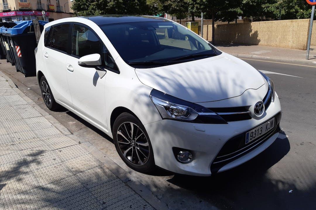 Alquiler barato de Toyota Verso con equipamiento Fijaciones Isofix cerca de 50180 Utebo.