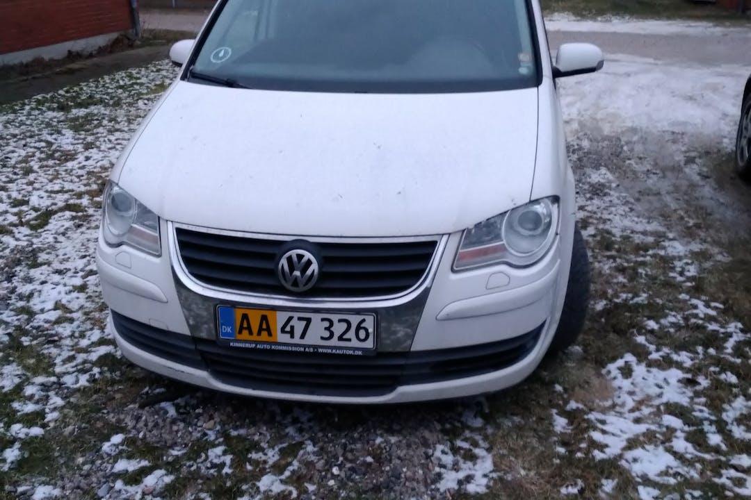 Billig billeje af Volkswagen Touran nær 8592 Anholt.