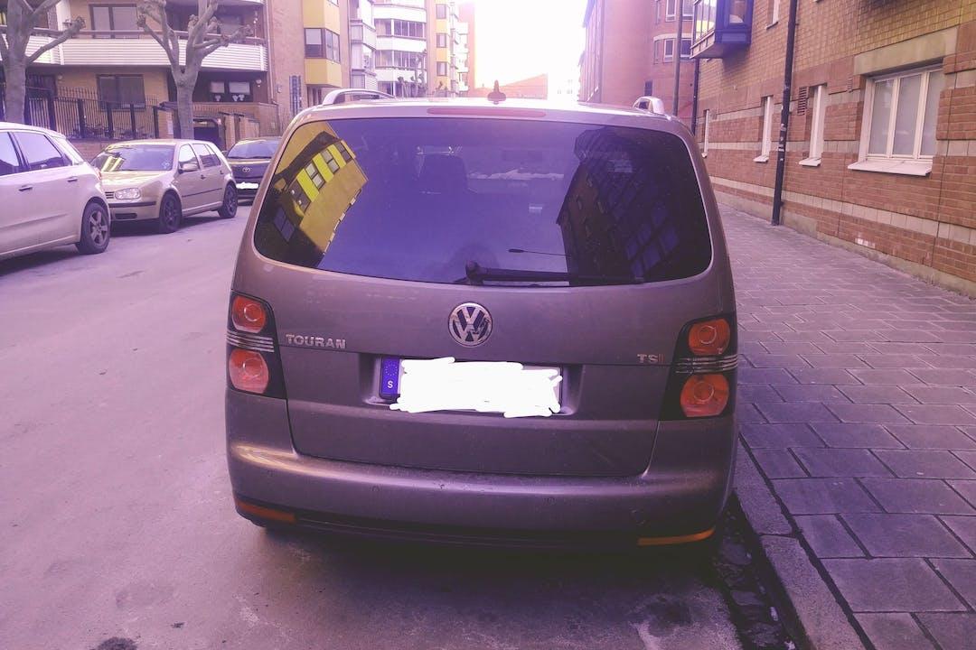 Billig billeje af Volkswagen Touran med GPS nær 211 60 Lugnet.