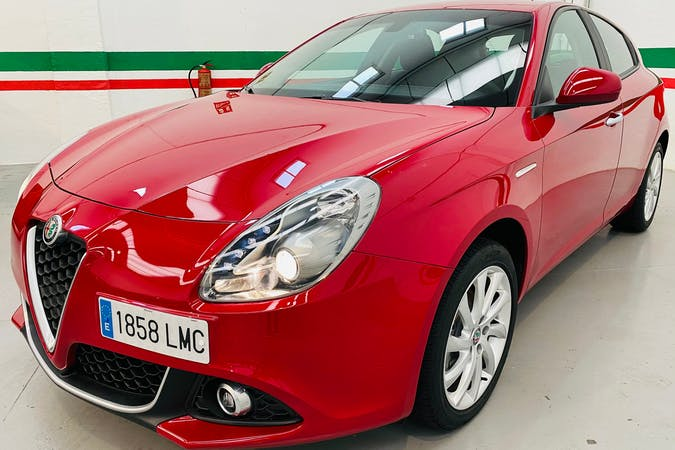 Alquiler barato de Alfa Romeo Giulietta con equipamiento GPS cerca de 28045 Madrid.