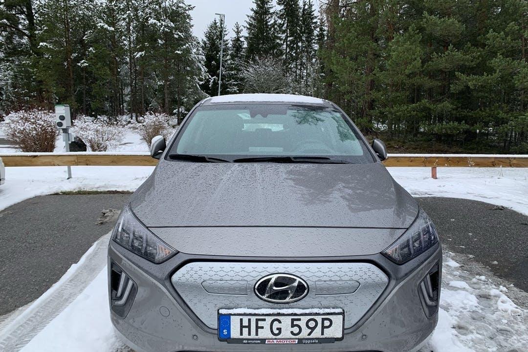 Billig biluthyrning av Hyundai Ioniq med GPS i närheten av 183 78 Ensta.