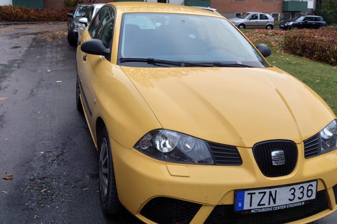 Billig biluthyrning av Seat Ibiza med Dragkrok i närheten av 126 77 Älvsjö.