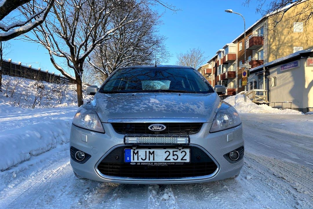 Billig biluthyrning av Ford Focus med Dragkrok i närheten av 162 68 Hässelby-Vällingby.