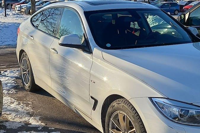 Billig biluthyrning av BMW 3 Series med GPS i närheten av 653 47 Hagalund.