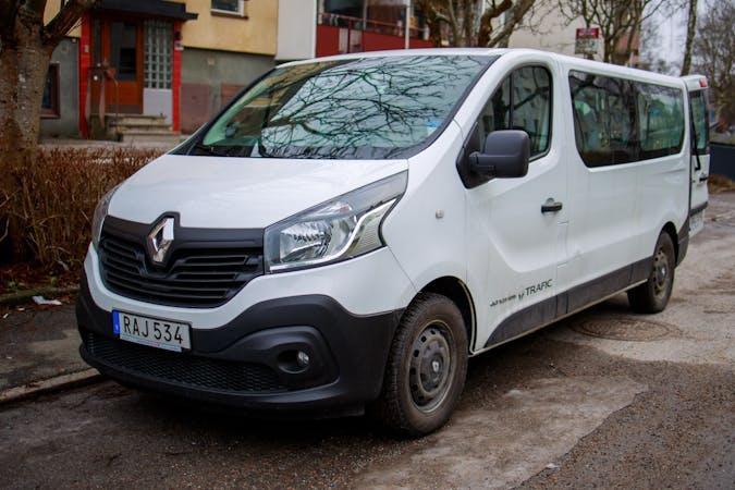 Billig biluthyrning av Renault Trafic med GPS i närheten av  Södermalm.