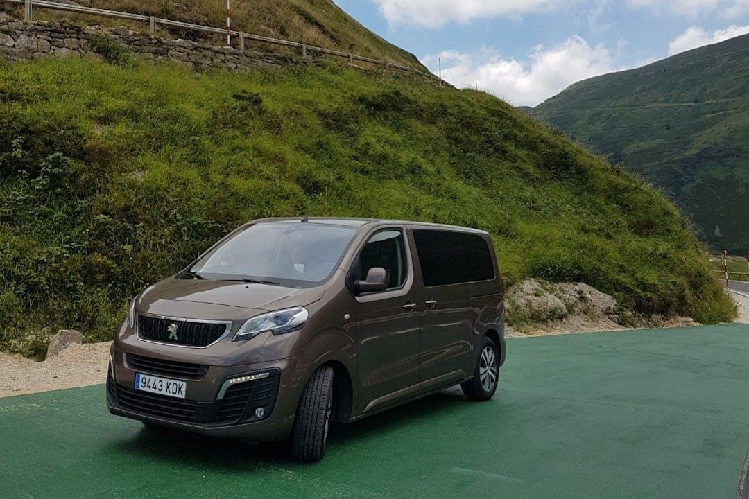 Alquiler barato de Peugeot Traveller con equipamiento GPS cerca de 30507 La Alcayna.