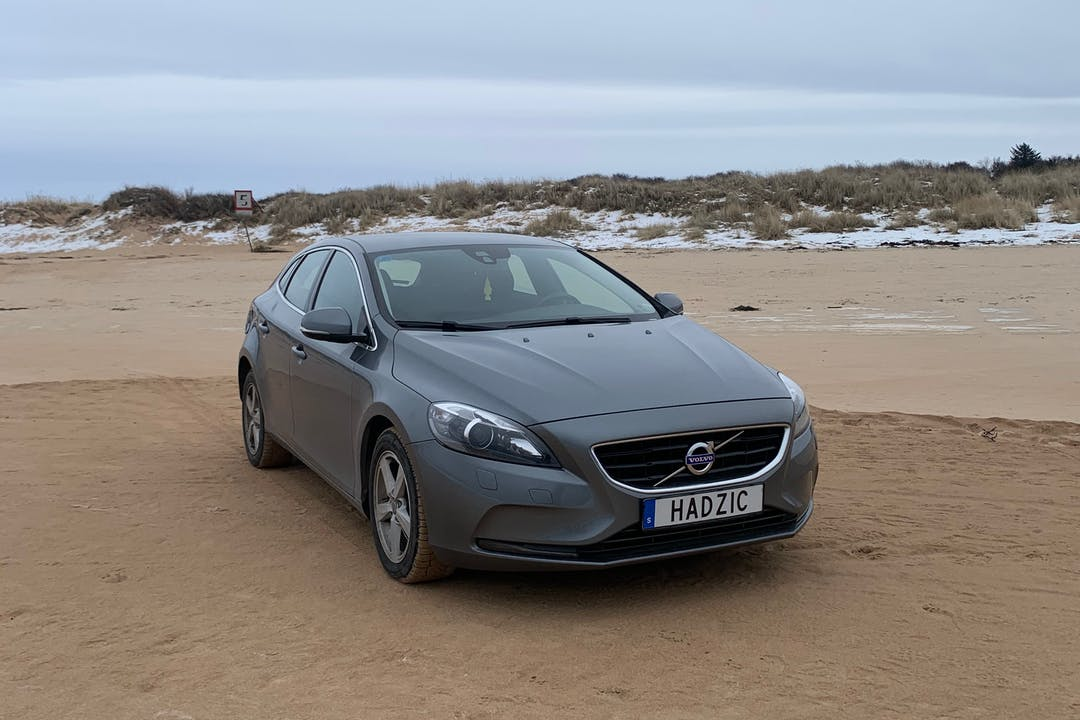 Billig biluthyrning av Volvo V40 med Bluetooth i närheten av 302 45 .