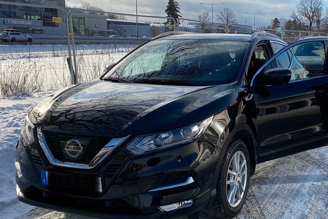 Billig biluthyrning av Nissan Qashqai med GPS i närheten av 126 36 Hägersten-Liljeholmen.