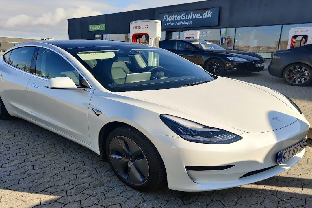 Billig billeje af Tesla Model 3 nær 8400 Ebeltoft.