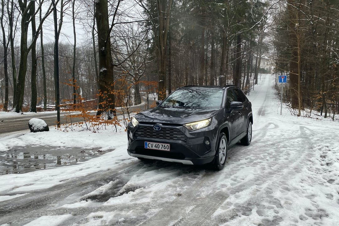 Billig billeje af Toyota RAV4 med GPS nær 3460 Birkerød.